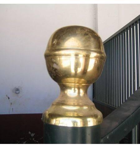remate bola dorada y base